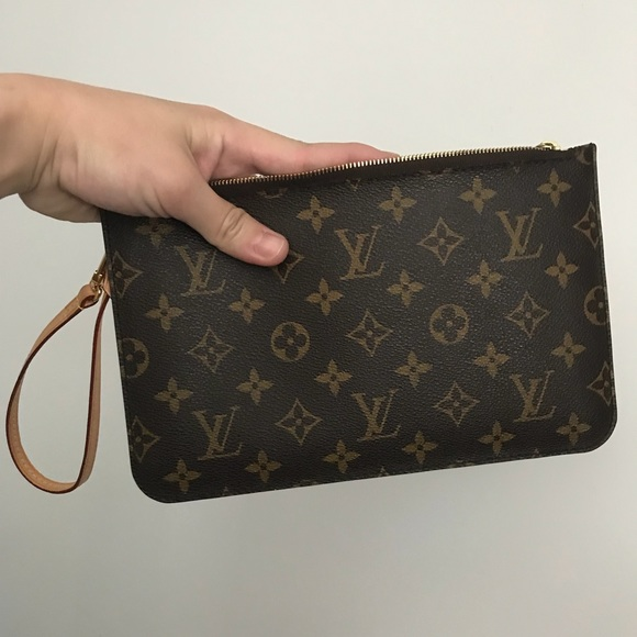 Louis Vuitton Handbags - Neverfull mm pouch wristlet monogram 606cba717e1c7